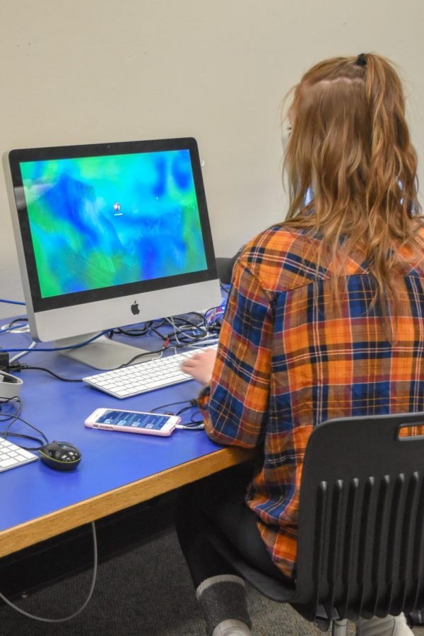 A Sedro-Woolley  High School student attending her photography class and sitting at a computer during the class period. Photo by Victoria Arquitt