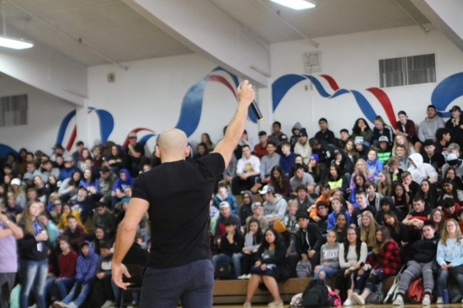 Speaker Kevin Hines spread the message of resilience and hope to the students of SWHS. Many students were impacted enough to stay after and thank Hines for his words. Photo by Courtney Bawden.
